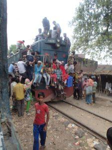 バングラデッシュで列車の屋根に乗ってみた