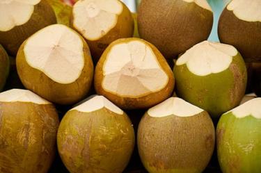 ココナッツオイルは、髪の破損を減らす
